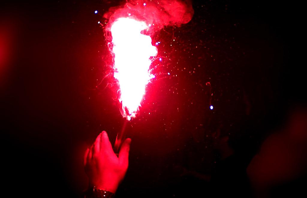 Bengalos & Rauchbomben kaufen in Essen & NRW 2019 20 - Feuerwerk Silvesterverkauf Eishalle Essen-West